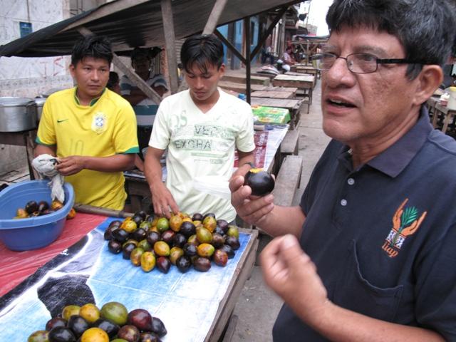 Mario Pinedo in Iquitos market